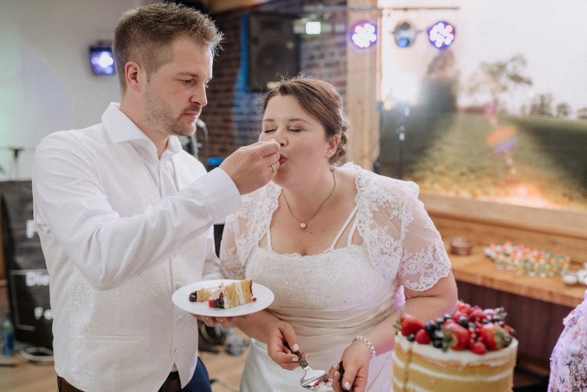 Torte, Torten füttern,Brautpaar,Teller,Gabel