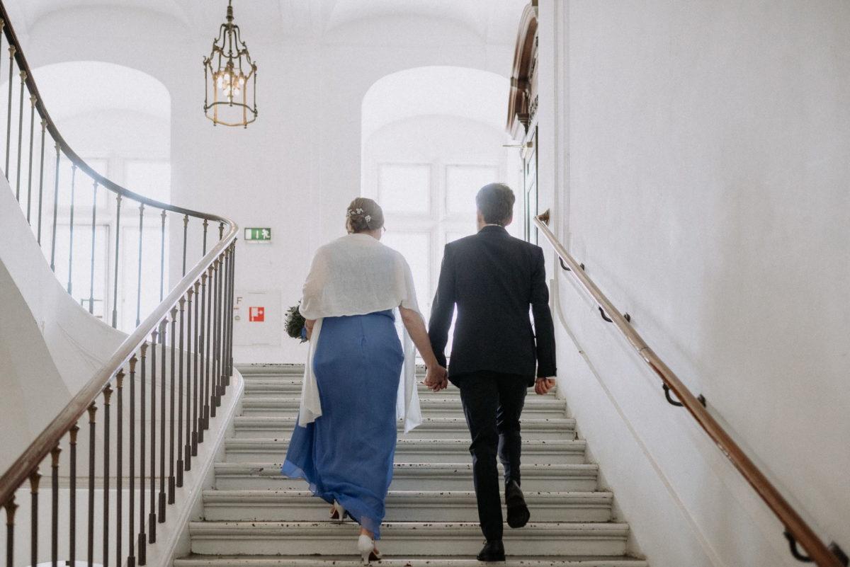 Brautpaar,Standesamt,Treppenaufgang,Kronleuchter,Schloss
