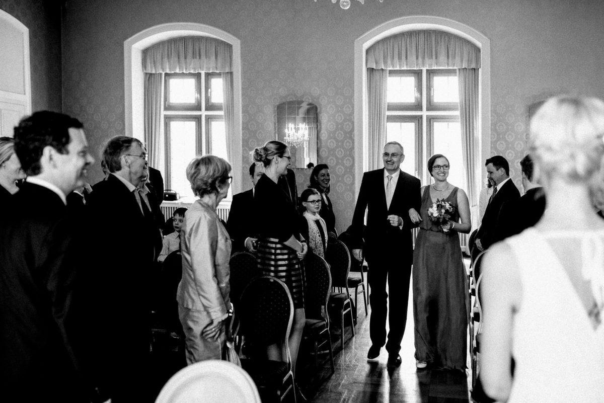 Brauteinzug,Hochzeitsgäste,Strauss,Gardinen,Fenster