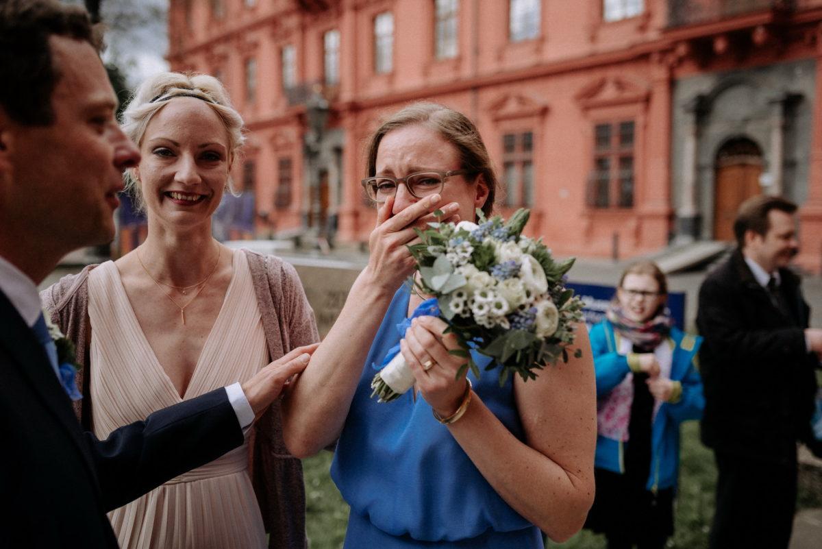 Freudentränen,glückliche Braut,Schloss,frisch verheiratet