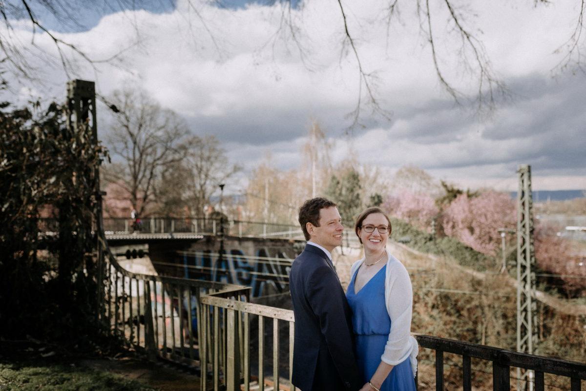 Bahngleis,Brücke,Wolken,Hochzeitspaar