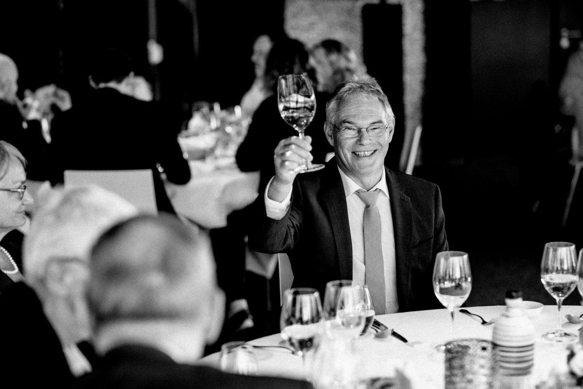 Weinglas,anstoßen,Hochzeitsfeier
