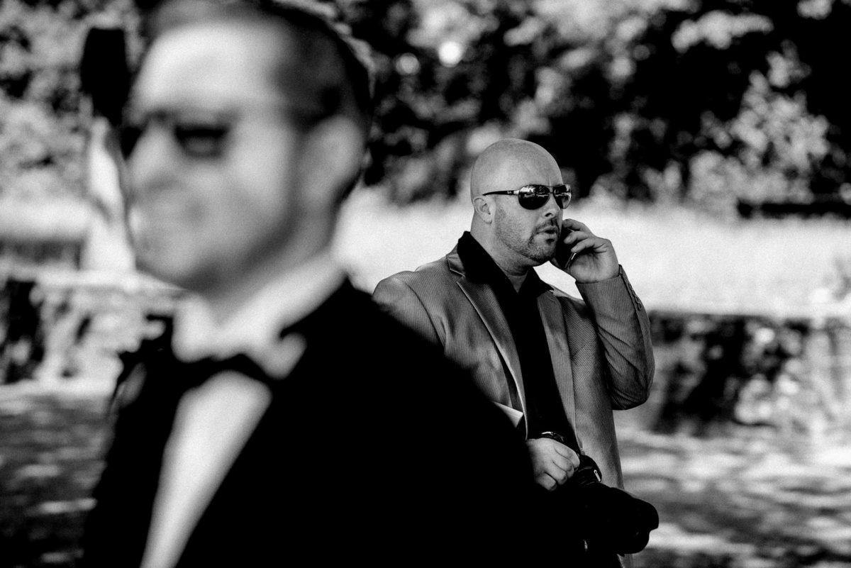 Männer,Sonnenbrille,Handy,telefonieren,anzug