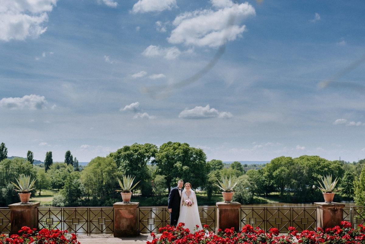 Terrasse,Main,Fluss,Brautpaar,wolken,blaue Himmel,Bäume
