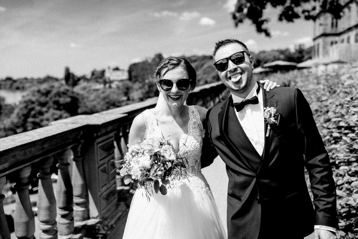 Balkon,Sonnenbrille,Paar,Ansteckblume,Spaßfotos,Hochzeit
