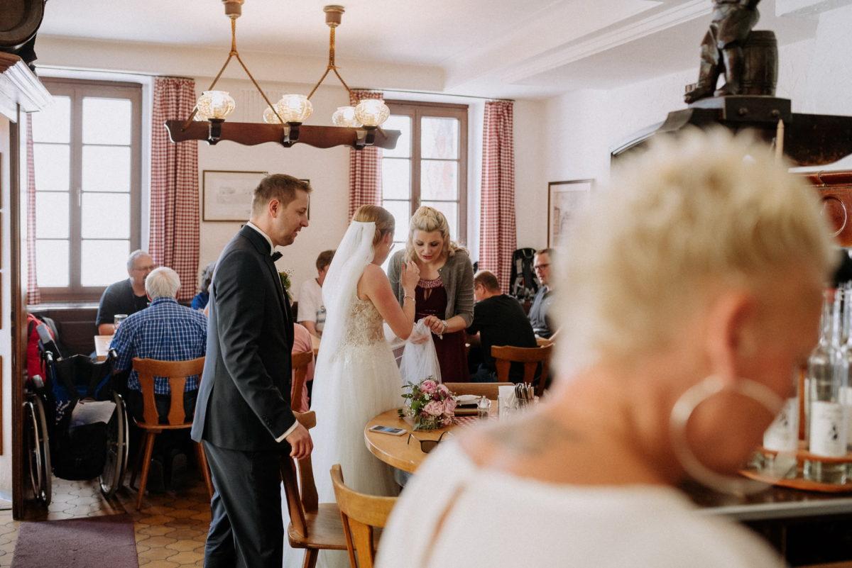Gaststätte Schlappeseppel,Brautpaar,Trauzeugin,Kronleuchter