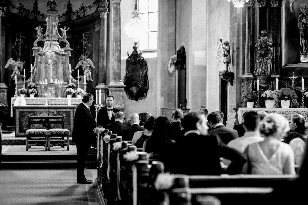Hochzeitsgäste,kirchliche Hochzeit,Altar,