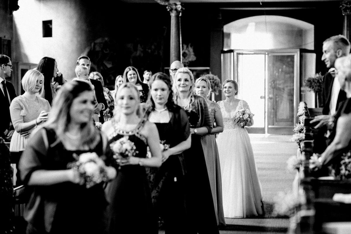 Braut einmarsch,Brautjungfern,Blumen,Kleider