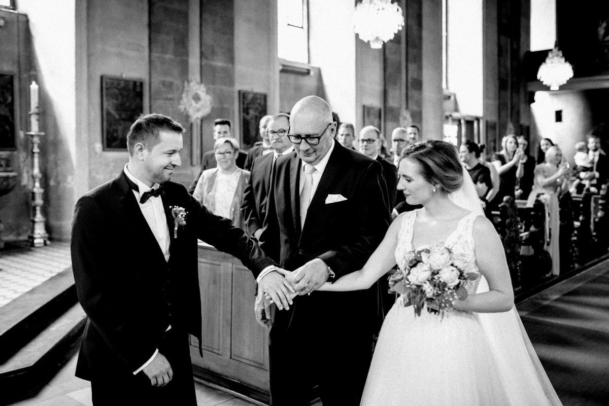 Brautübergabe,Kirchliche Trauung,Brautvater,Brille