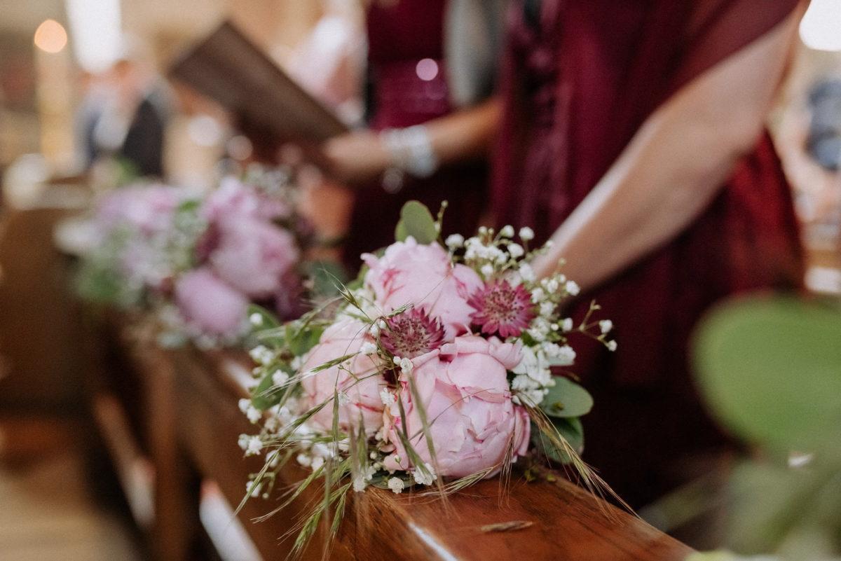 Brautjungfernstrauß,Kirchbänke,