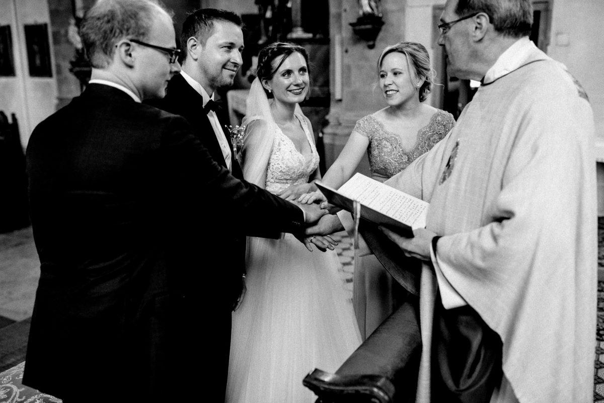 Brautpaar,Segnung,Pfarrer,Trauzeugen,