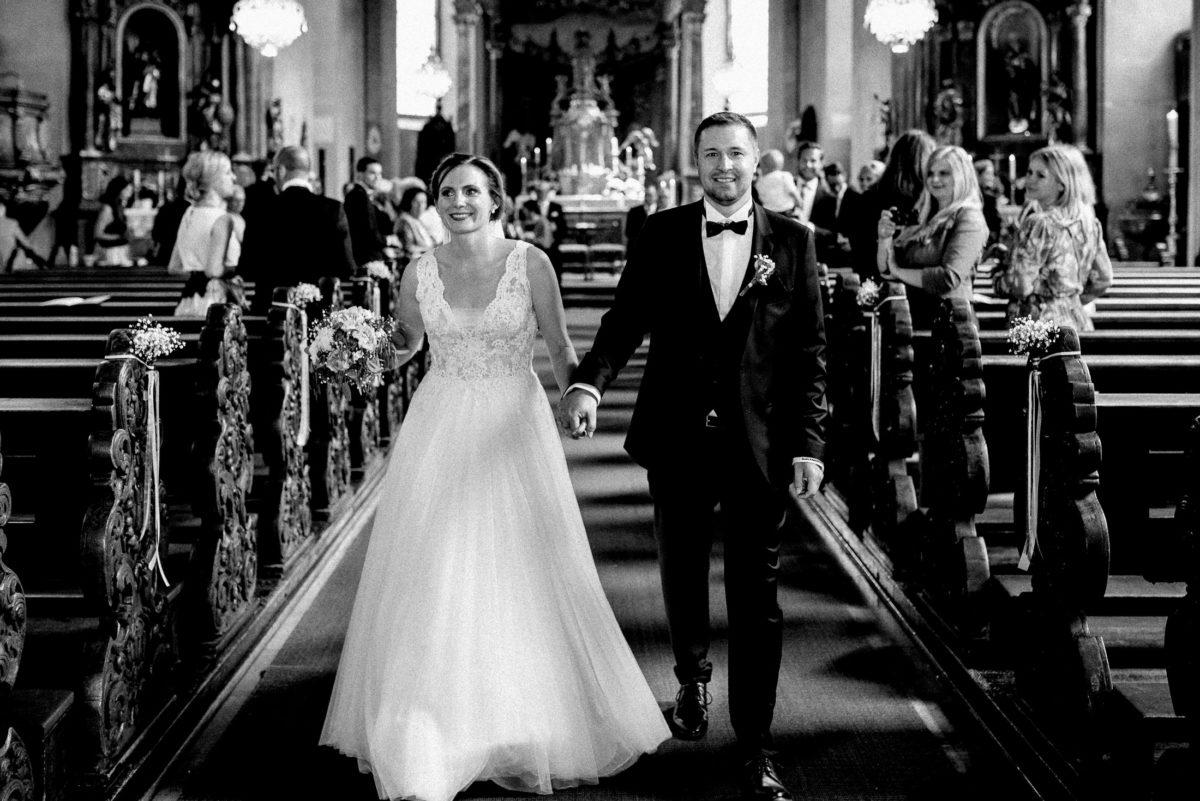 Hochzeitskleid,Brautstrauß,laufen,gemeinsam