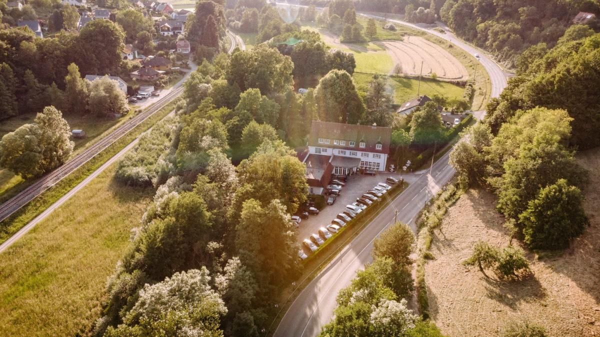Steffens Herrnmühle Alzenau,Bäume,Autos,Parkplatz