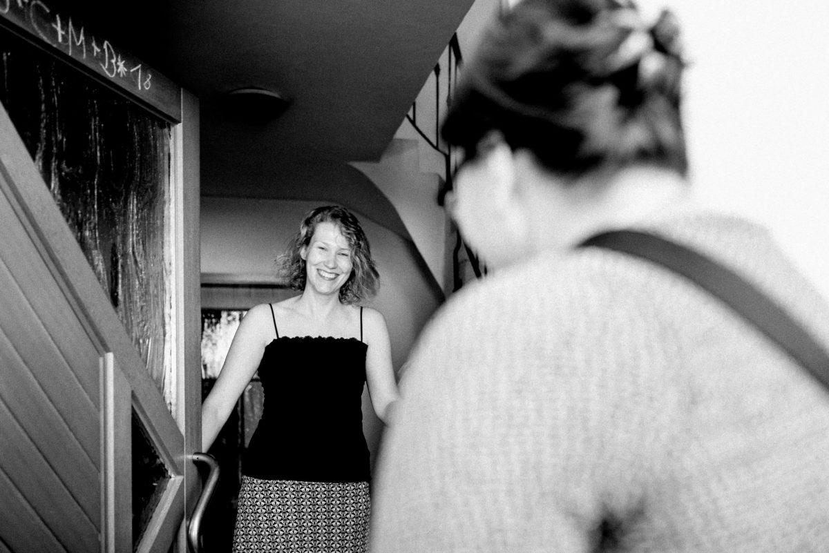 Haustür,Frau,Eingang,Treppenhaus