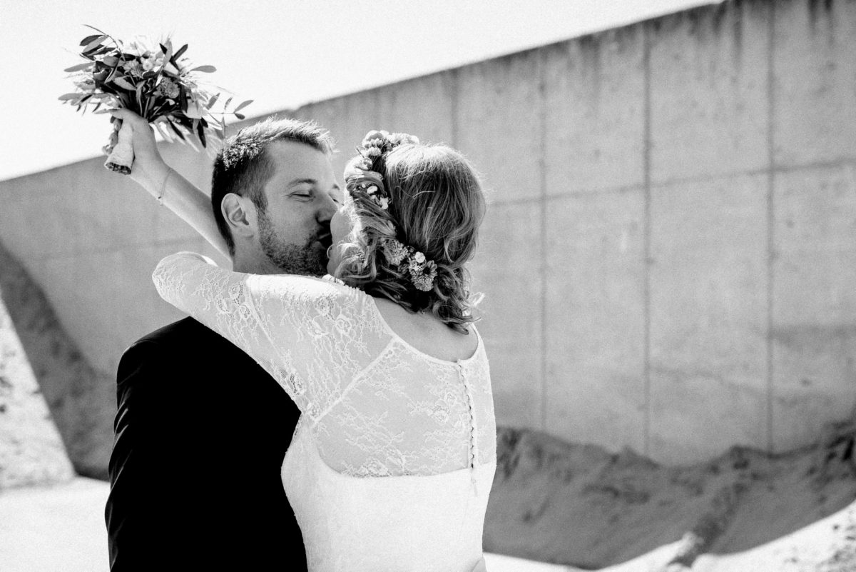 Brautkleid mit Spitze,Umarmung,Wedding Shooting,