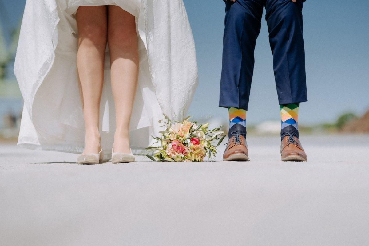 Lackschuhe,bunte Socken,Hochzeitsschuhe,Beine