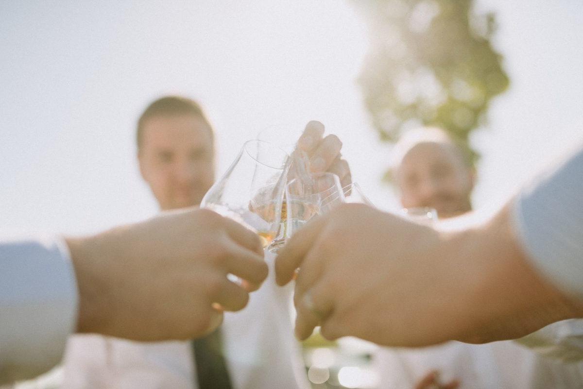 Likörglas,anprosten,Männer,Hochzeit,Hände
