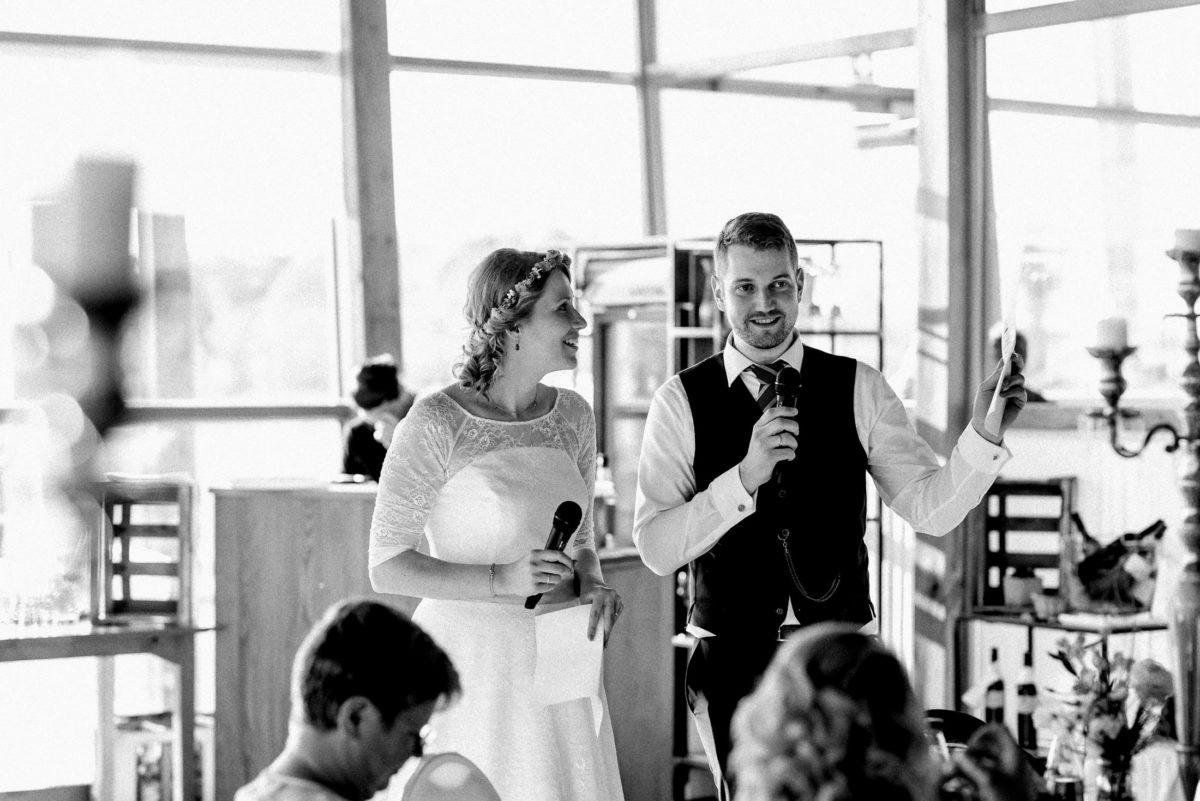 Hochzeitsrede,Brautpaar,Mikrofone,Kerzenständer,