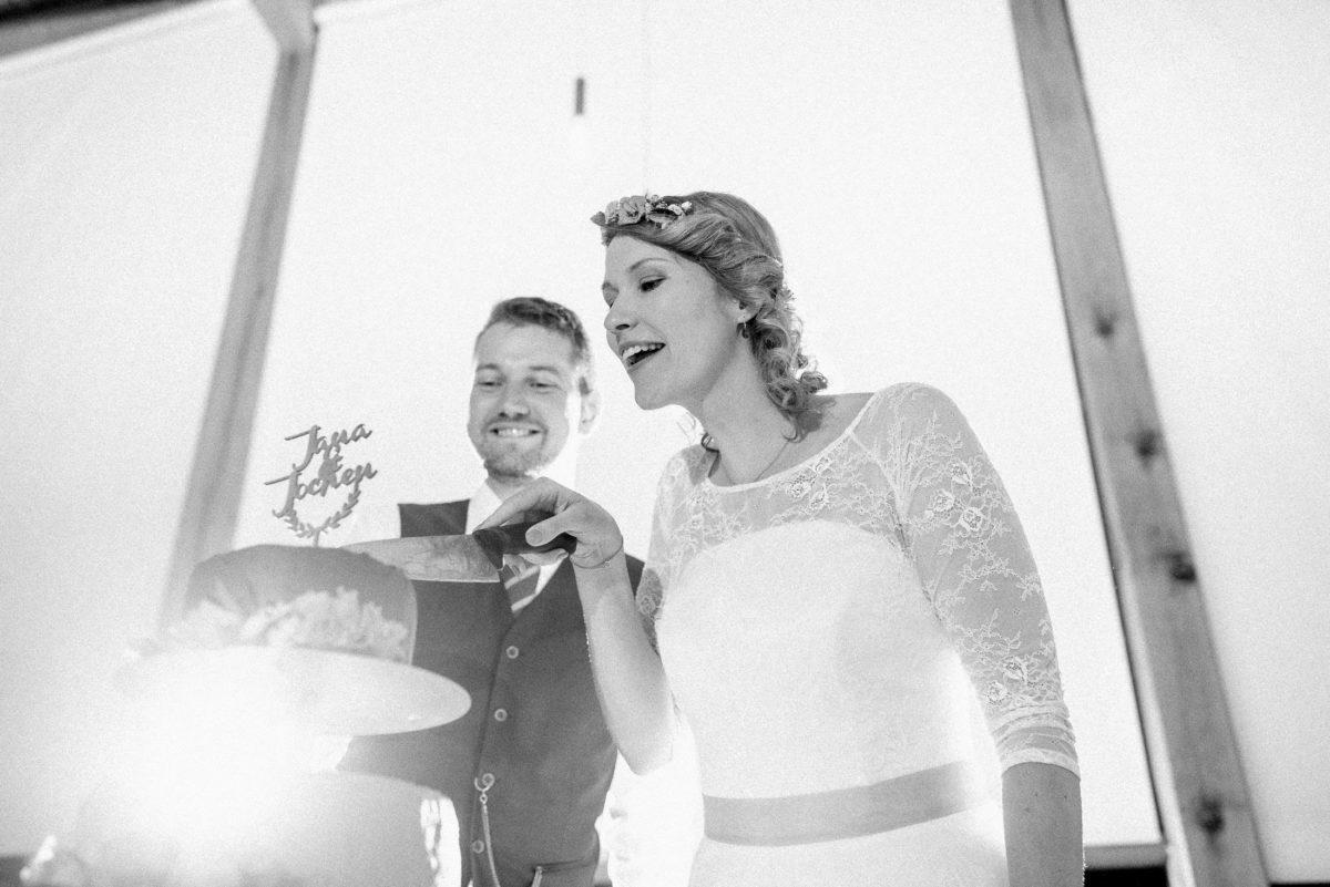 Jana & Jochen,Hochzeitstorte,anschneiden,Messer