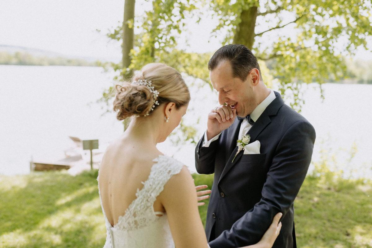 First Look,überwältigt,freude,Hochzeitspaar,Hochsteckfrisur,Dutt