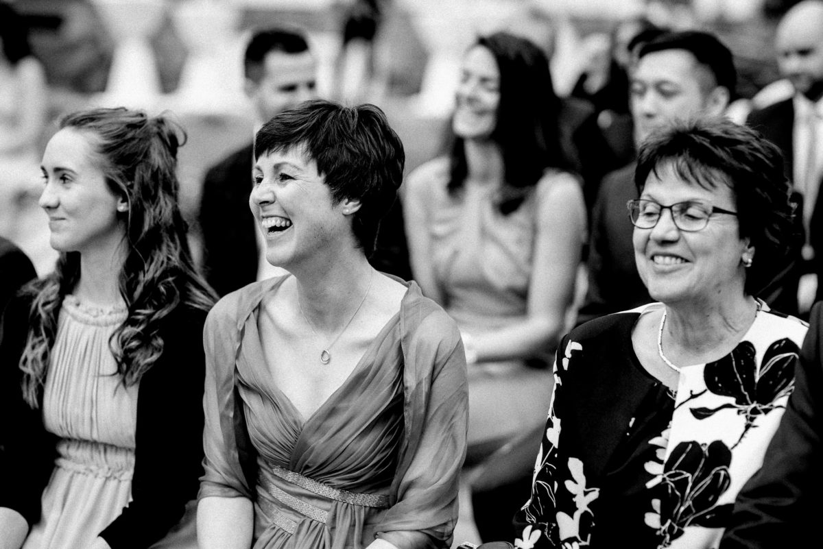 Hochzeitsgäste,lachen,Frauen,Halskette