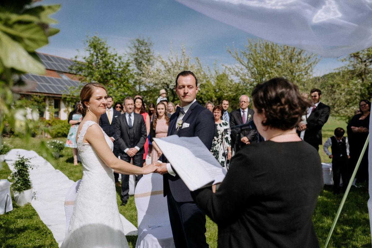 Simone Pfundstein,Rednerin,Hochzeit,Brautpaar,blauer Himmel