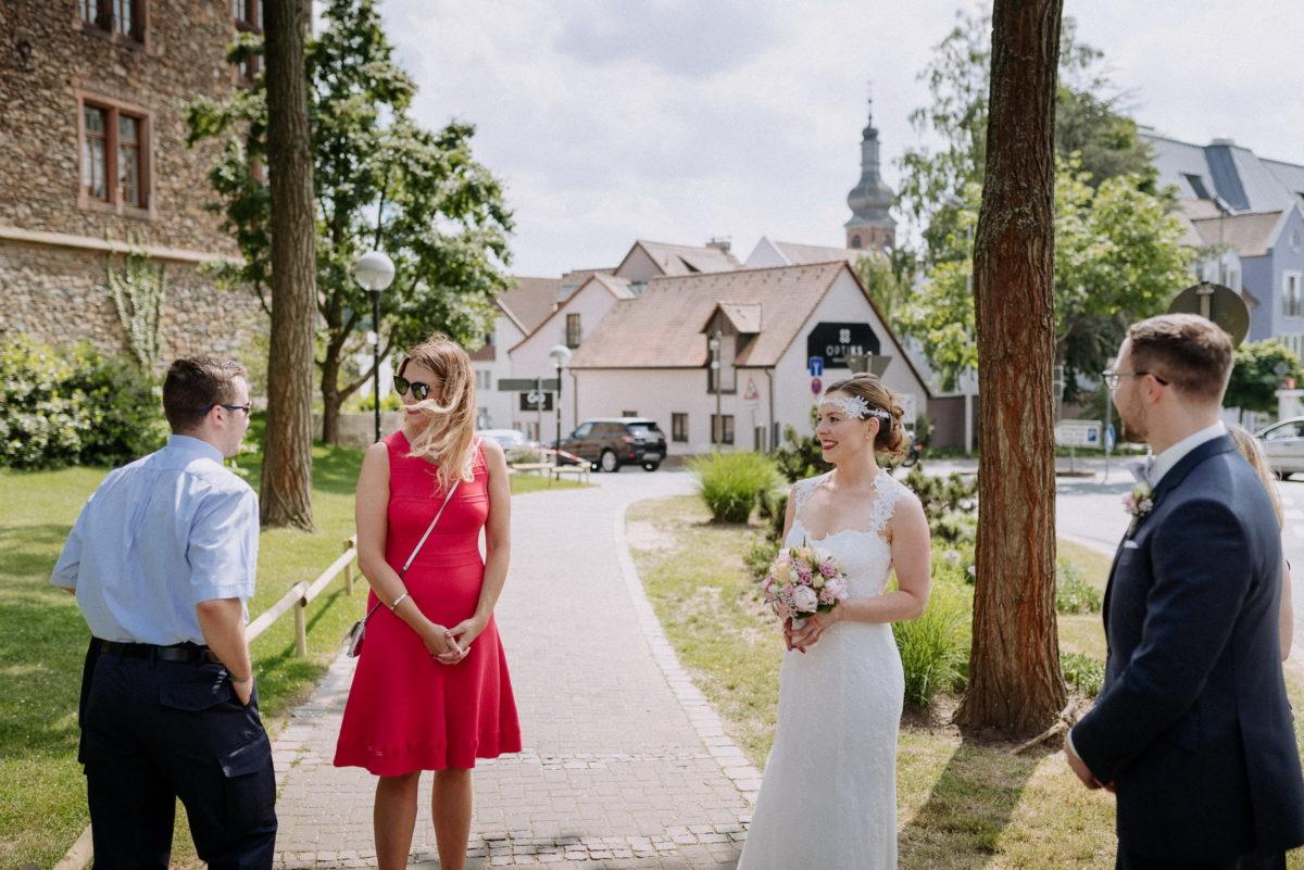 Burg Alzenau,Braut,Brautstrauss,gehweg,Baum
