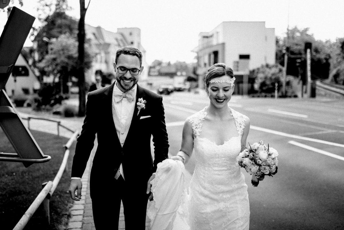 Hochzeitspaar,Brautkleid,strauß,Kopfschmuck
