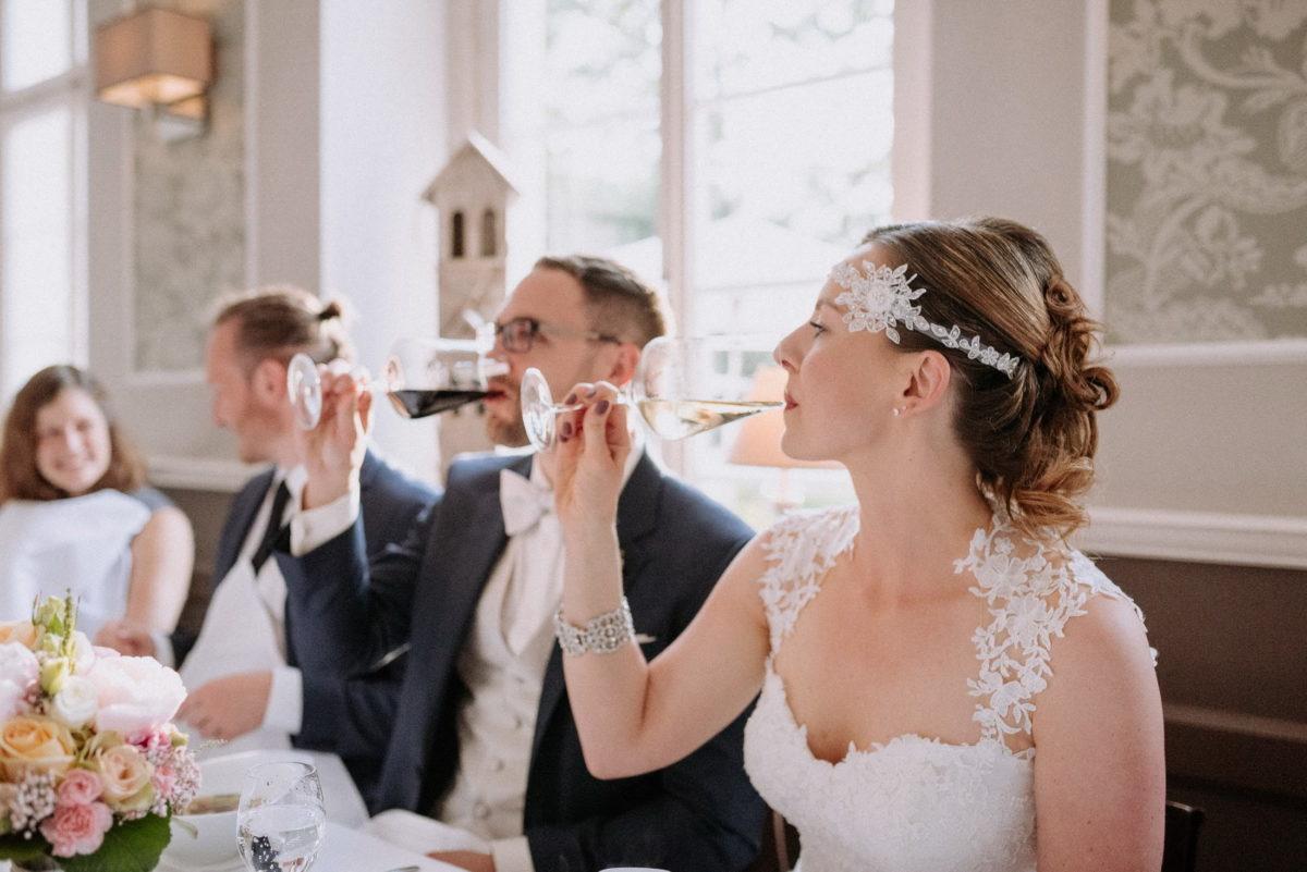 Brautpaar,Hochzeitsfeier,Weinglas,Rotwein,Weißwein