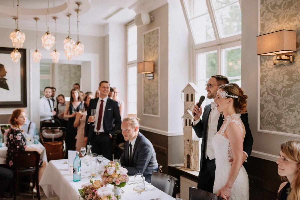 Ansprache,Brautpaar,Mikrofon,Kronleuchter,Wandleuchten