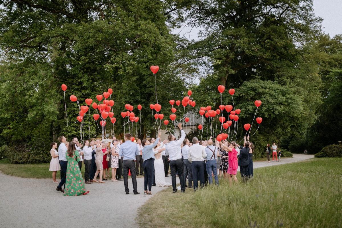 Hochzeitsgesellschaft,Schönbusch Aschaffenburg,herzluftballone