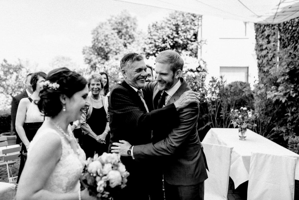 Brautübergabe,Umarmung,liebevoll,Hussen,Stühle