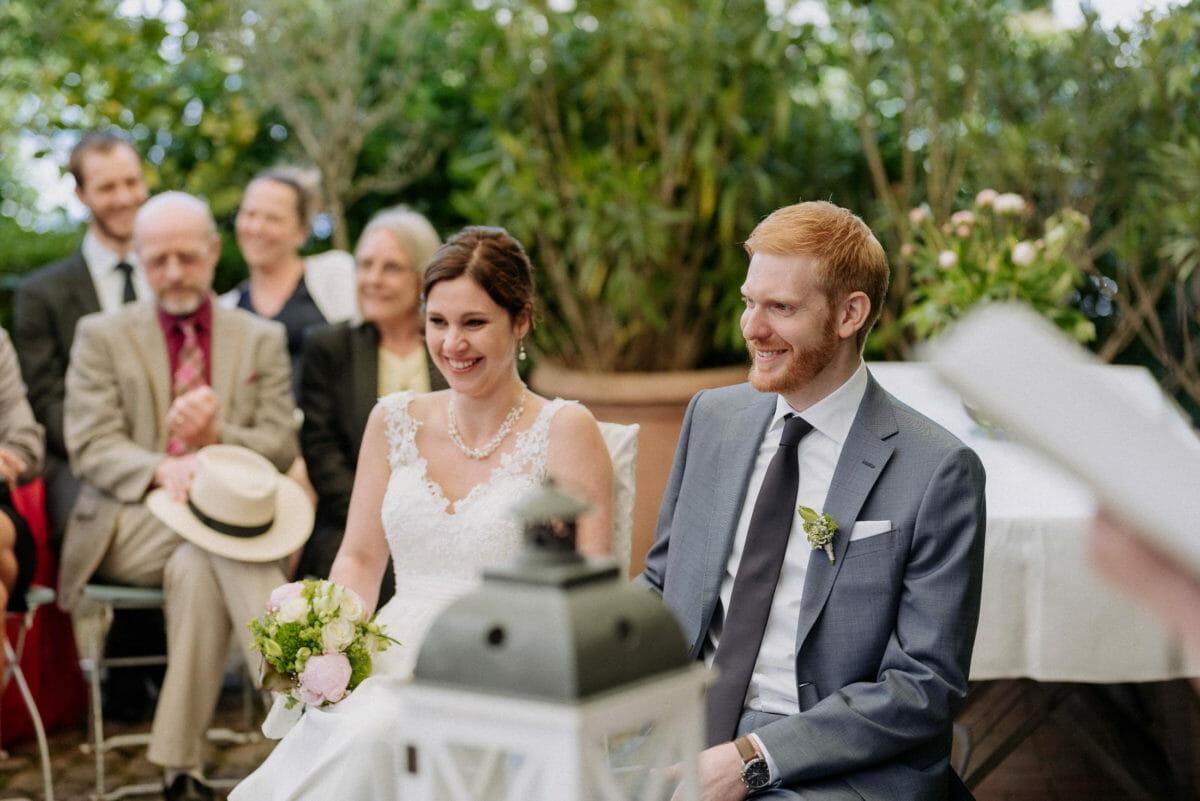 Brautpaar,Ansteckblume,Spitzenhochzeitskleid,HutHalskette