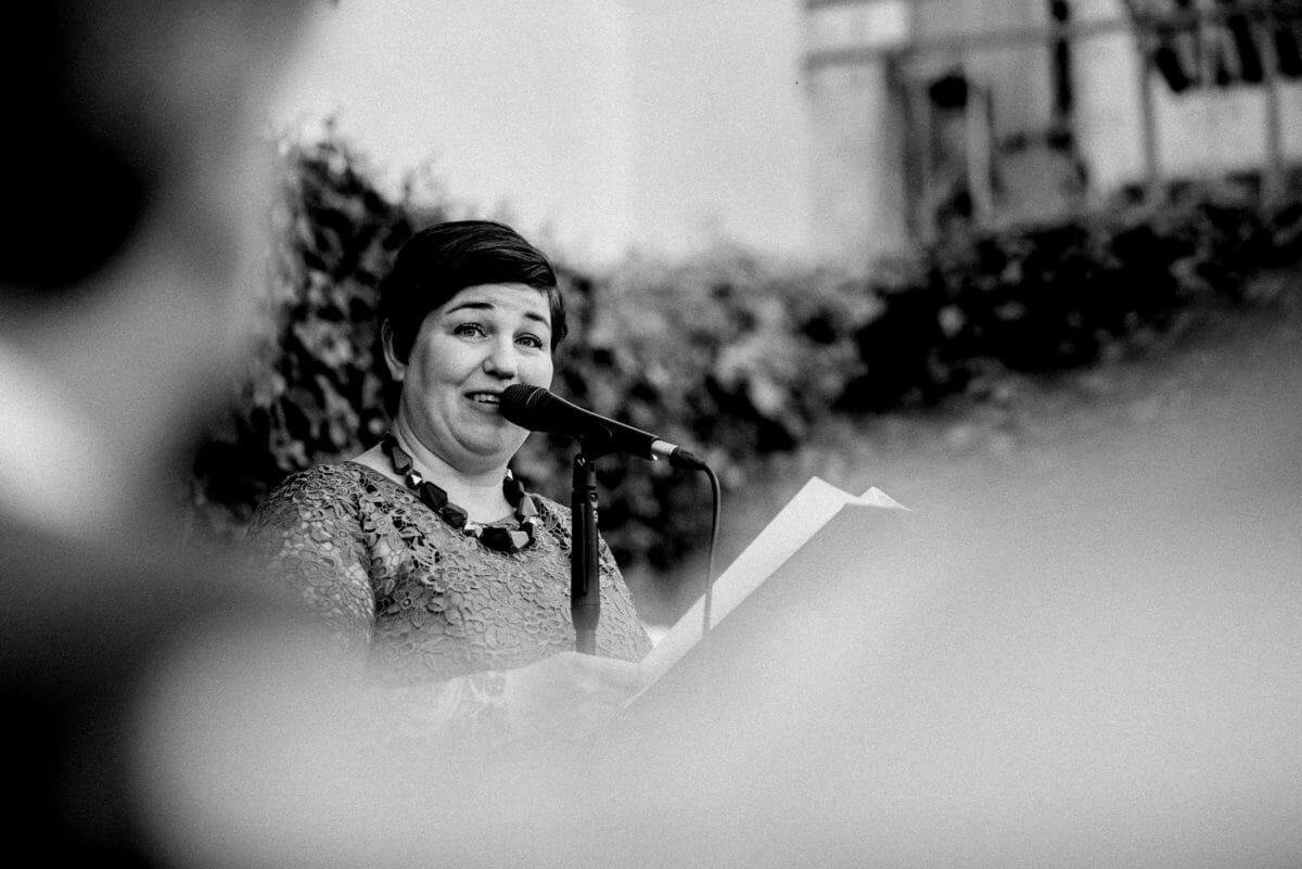 Simone Pfundstein,Rede halten,Mikrofon,Notizen