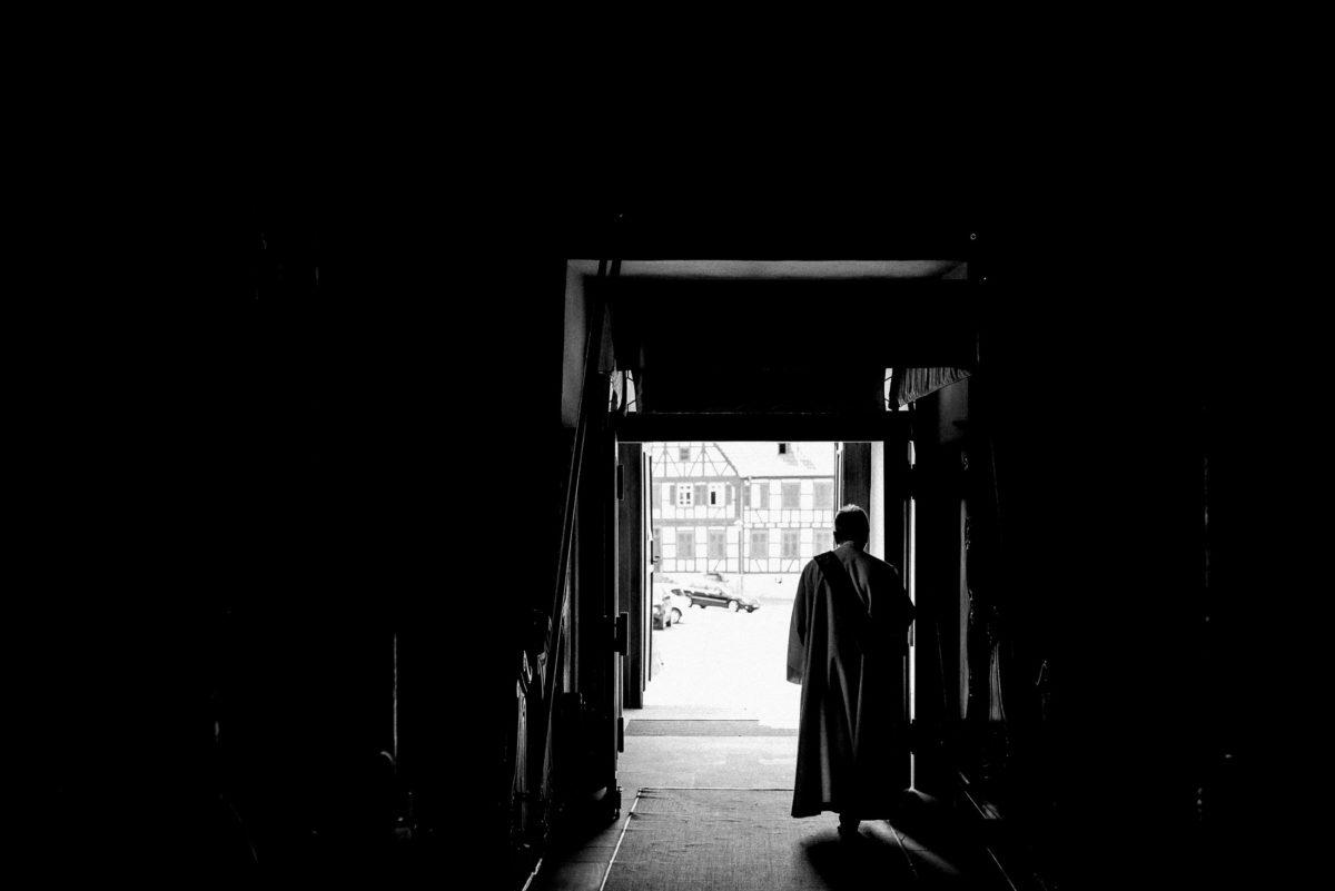 Kircheneingang,Pfarrer,Flur