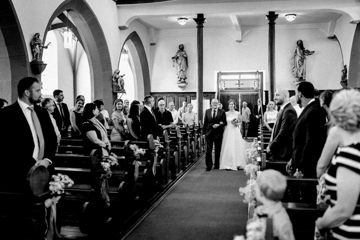 Kirchendekoration,Hochzeit,Brauteinmarsch,Gang zum Altar