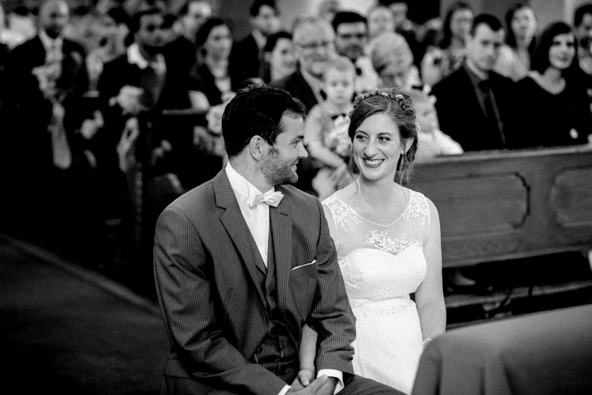 Hochzeitspaar,in die Augen sehen,Hand halten,glücklich
