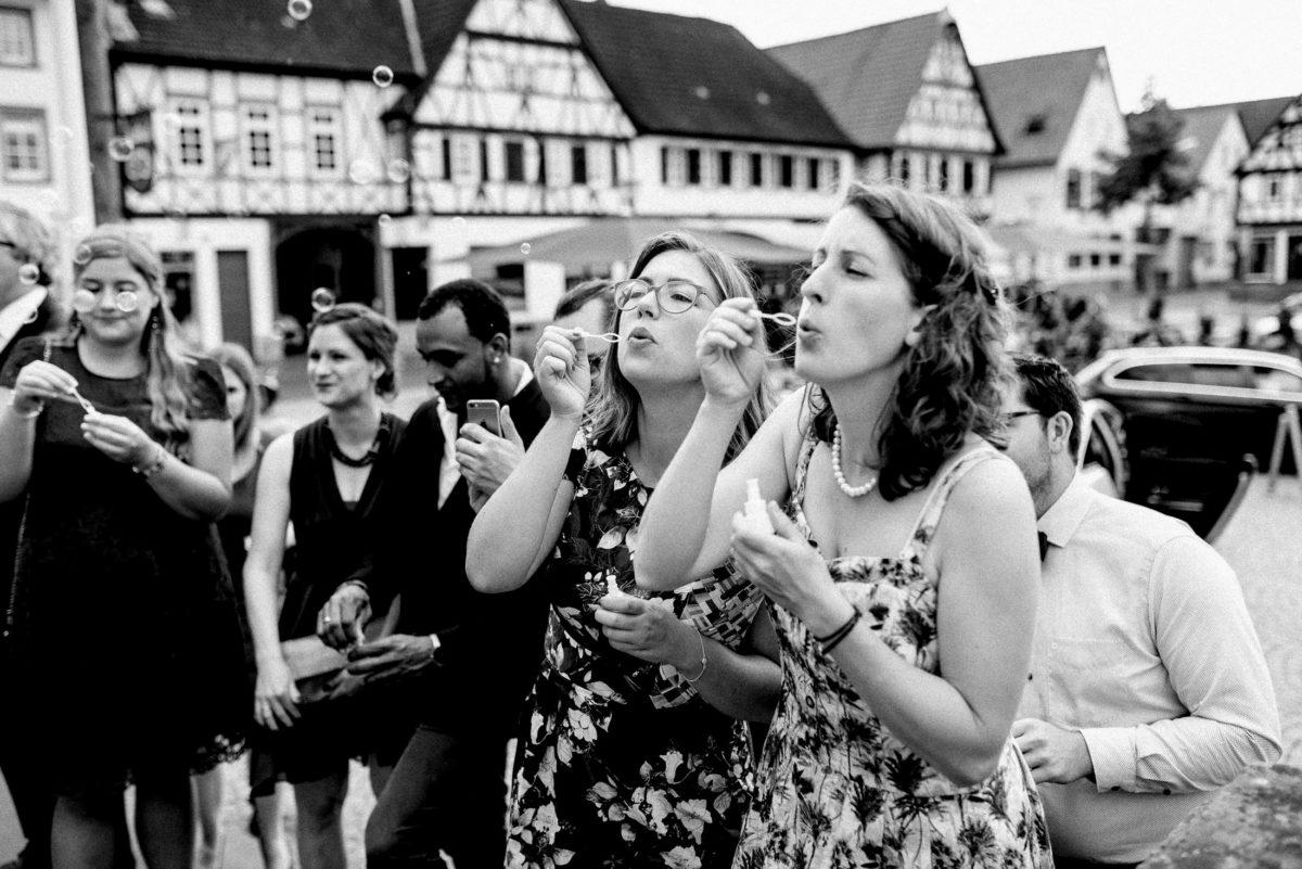 Brautpaarempfang,Seifenblasen,Frauen,