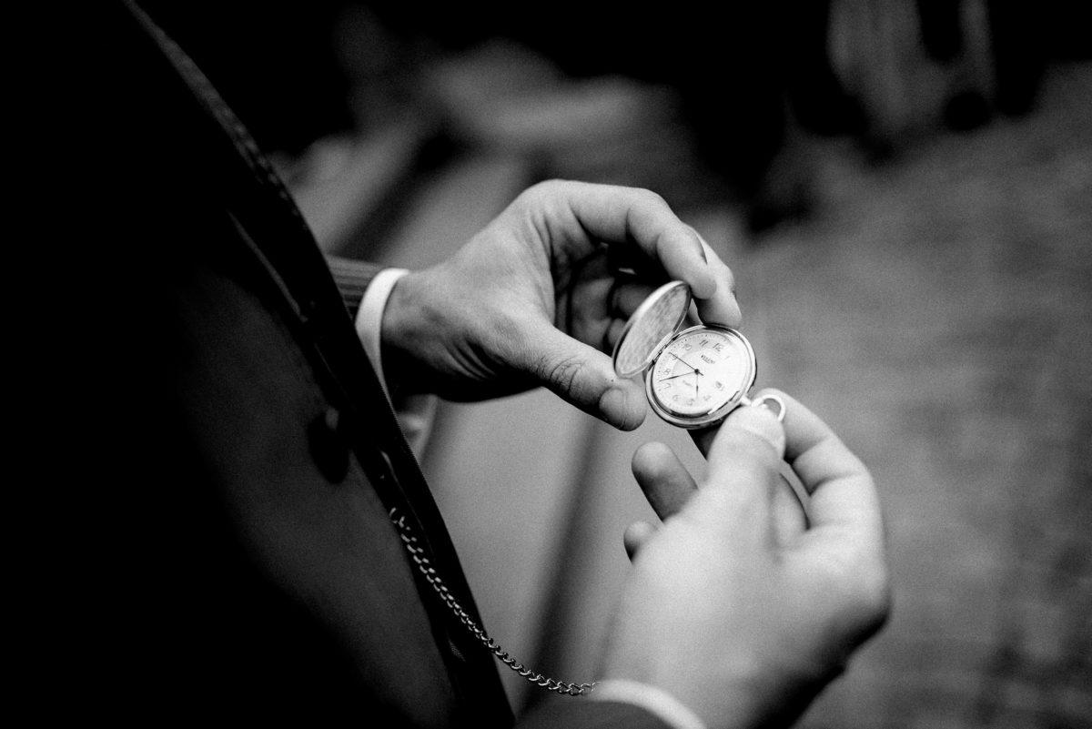 Taschenuhr,Hände,Uhrzeit,Sakko