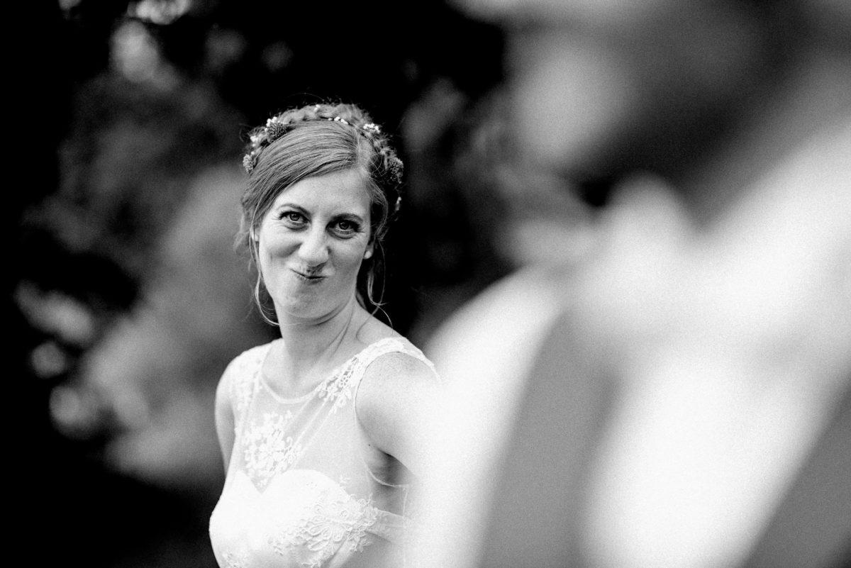 Braut,Grimasse ziehen,lustig,ausgelassene Stimmung