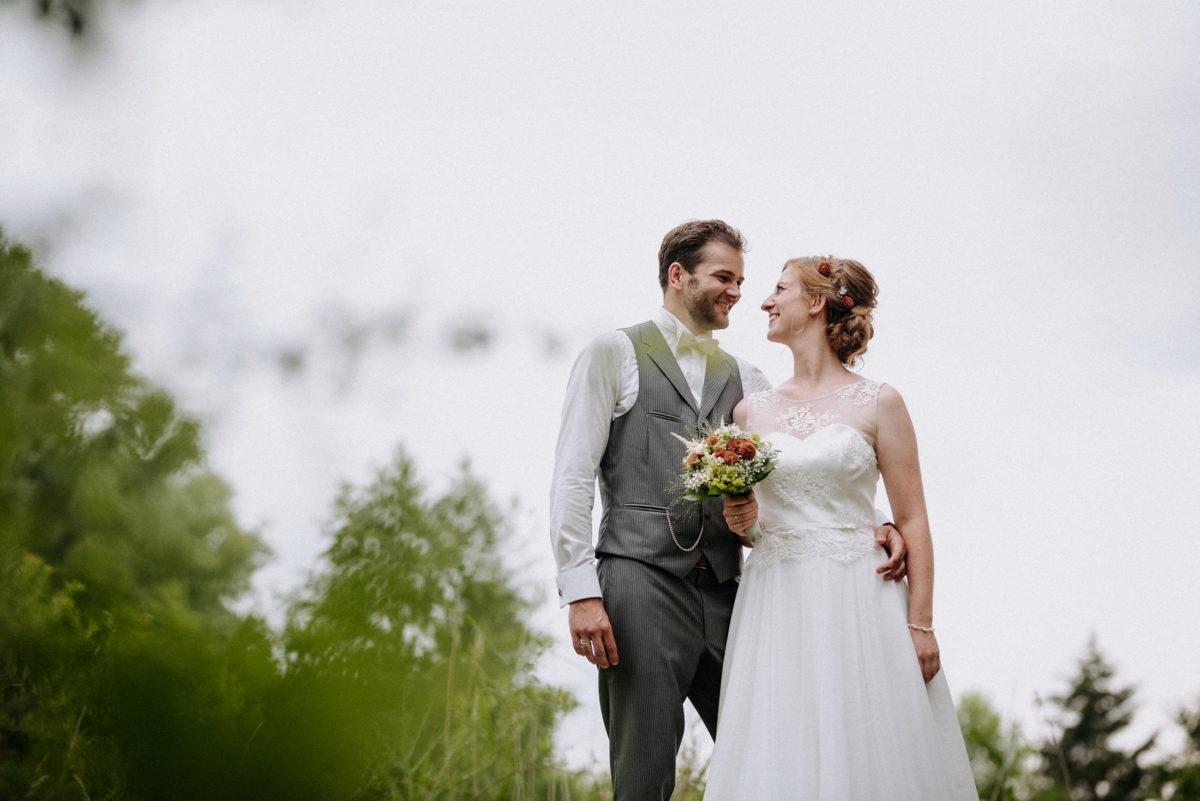 Hochzeitsbilder,ansehen,Blumenstrauß,gemeinsam