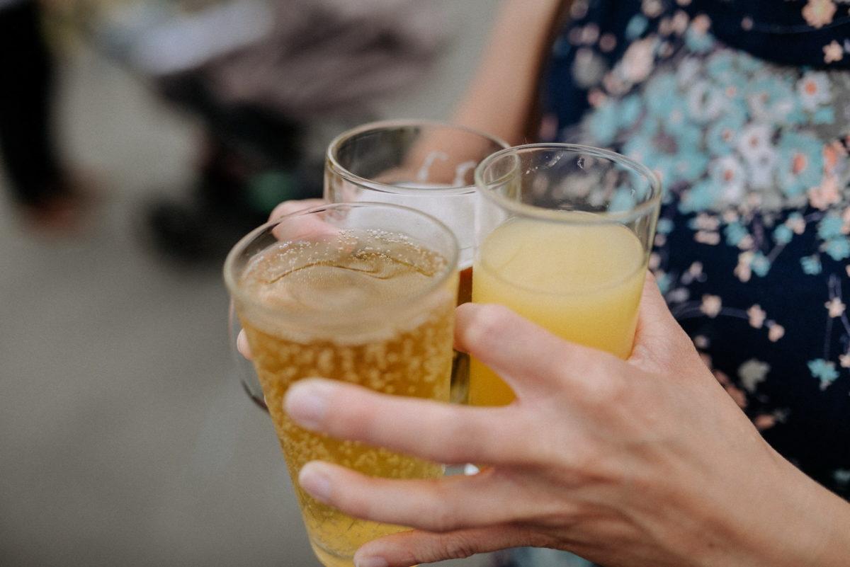 Getränke,Sektglas,Bier,Hände,