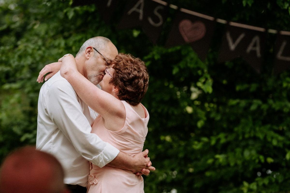 Umarmung,Mann ,Frau,Liebe,Kuss,Hochzeitsbanner