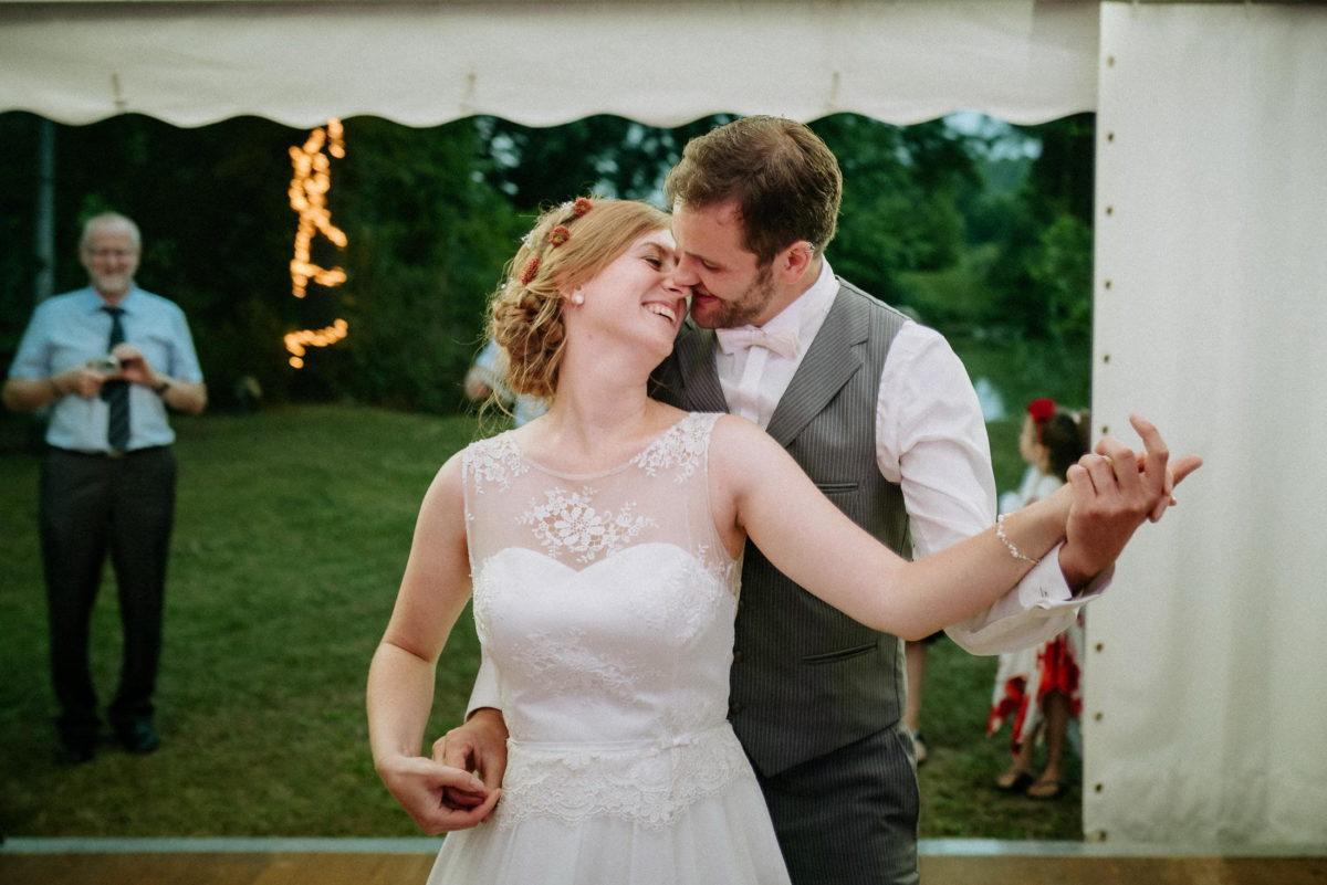 Brautpaar tanz,Kamera,fotografieren,Tanzfläsche,Lichterkette