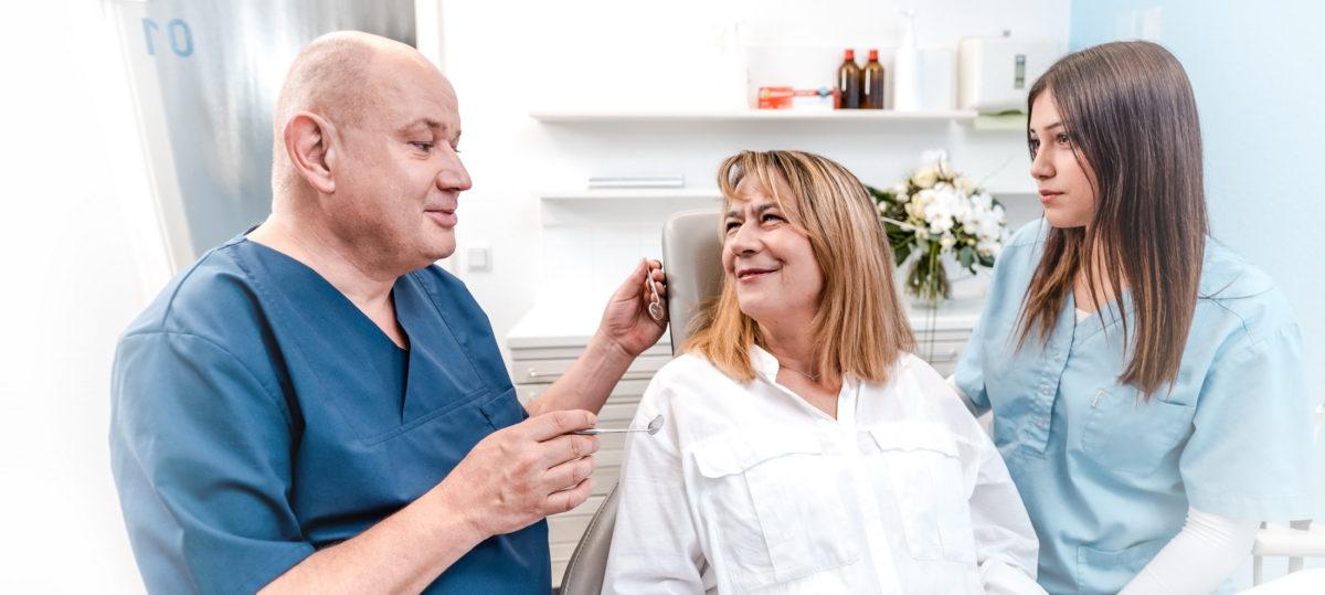 zufriedene Patientin,Zahnbehandlung,Zahnarztpraxis Fuchs Alzenau