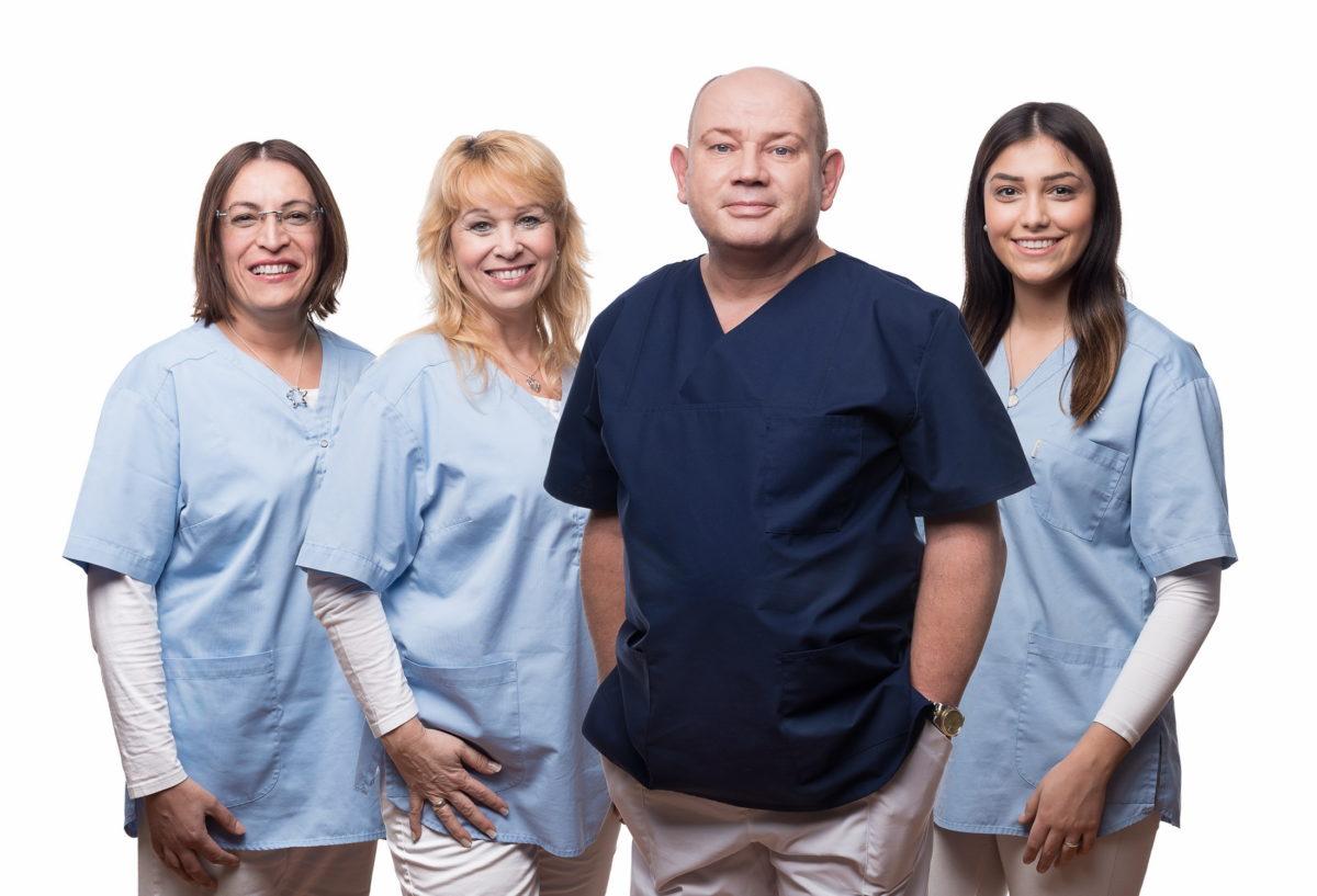Praxisteam Dr. Fuchs Alzenau,Frauen,Mann,Zahnarztkittel