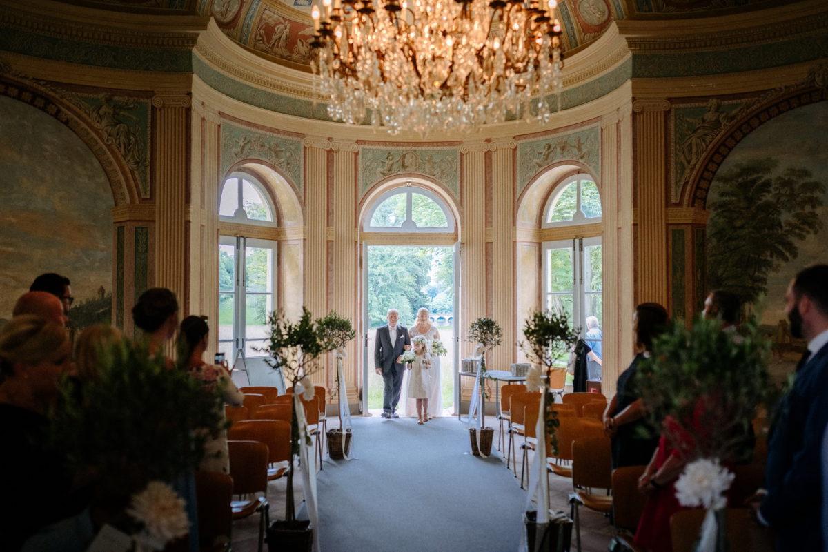 Schönbusch Aschaffenburg,Eingang,Brautpaar,Blumenkind