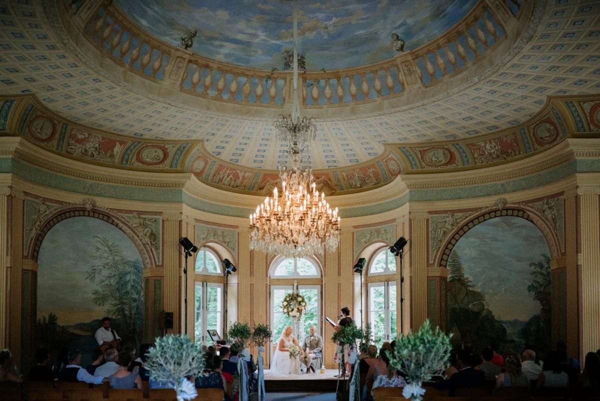 Kronleuchter,hohe gewölbe Decken,Hochzeitsdekoration