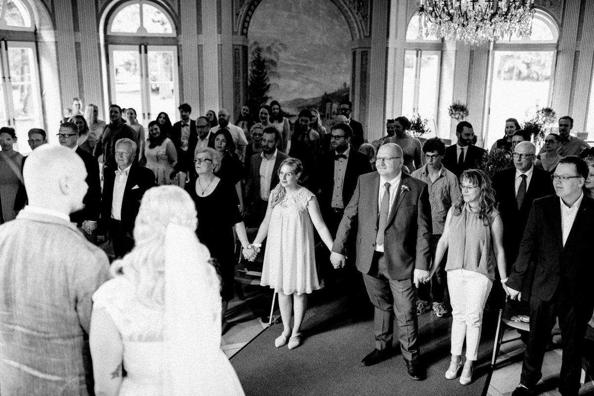 Hochzeitsgäste,freie Trauung,Schönbusch AschaffenburgmHände halten