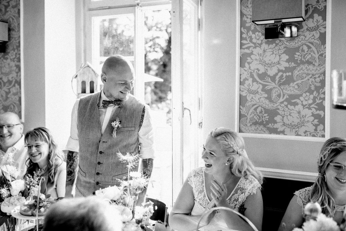 Ansprache,Hochzeitsrede,Weste,Applaus,lachen,feiern